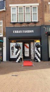in4more-ballonpilaren-zwart-wit-leeuwarden-opening-winkel-urban-fashion