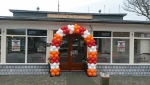 feestelijke-ballonnenboog-openingsweekend-kombuis-harlingen