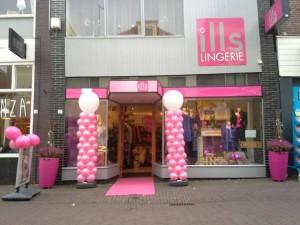 ballonpilaren-roze-wit-met-topballon-In4More-Harlingen