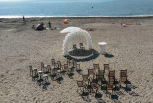 in4more-ballonnenboog-bruiloft-roze-parelmoer-wit-zilt-harlingen-verhuur