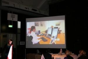 projectiescherm-met-projectie-via-beamer