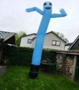 skydancer-kleur-blauw-gezicht-zwierende-armen-huren