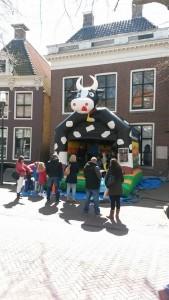 In4More Springkussen & Partyverhuur Harlingen Koetje Voorstraat Koningsdag 2015