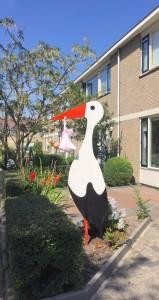 in4more-springkussen-partyverhuur-harlingen-staande-ooievaar-baby-huren-Friesland