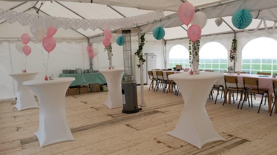 In4more springkussen partyverhuur harlingen tafel for Ballonnen tafels