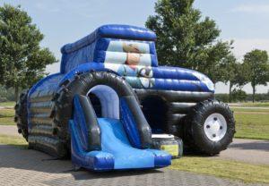 springkussen-tractor-glijbaan-staat-klaar-voor-kinderfeest