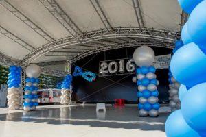 podium-versierd-ballonnen-visserijdagen-harlingen-2016
