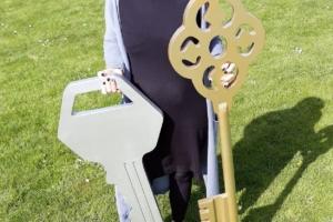 Grote zilveren sleutel voor opening